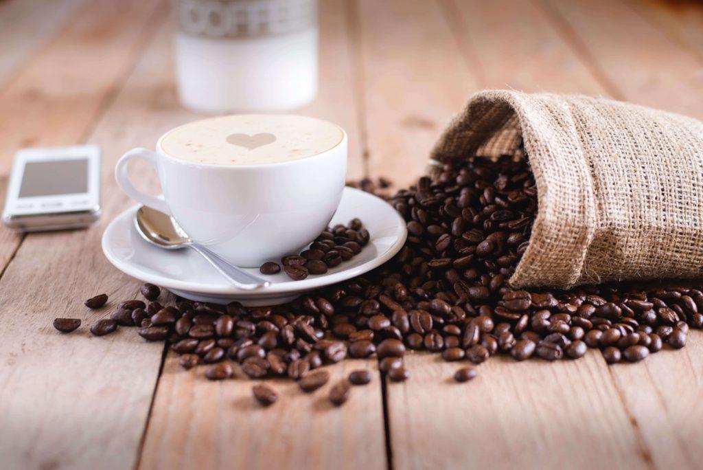 café_versé_tasse
